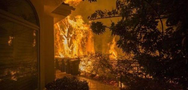 إجلاء 150 ألف شخص عن منازلهم بسبب حرائق كاليفورنيا