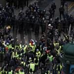 كيف قضى ماكرون يومه أثناء تظاهرات «السترات الصفراء» المحيطة بالإليزيه؟
