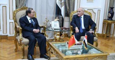 وزير الأنتاج الحربي يبحث مع سفير الصين تصنيع السيارات الكهربائية فى مصر