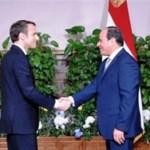 الرئيس السيسي يودع ماكرون بمطار القاهرة عقب انتهاء زيارته الرسمية لمصر