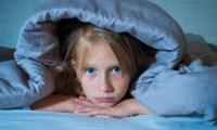 8 طرق لتخطي قلق النوم عند الأطفال