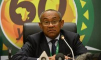حالة غضب تنتاب رئيس الاتحاد الإفريقي للكرة بعد منعه من دخول أمريكا