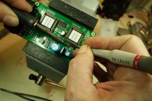 soudure composant électronique circuit imprimé carte processeur