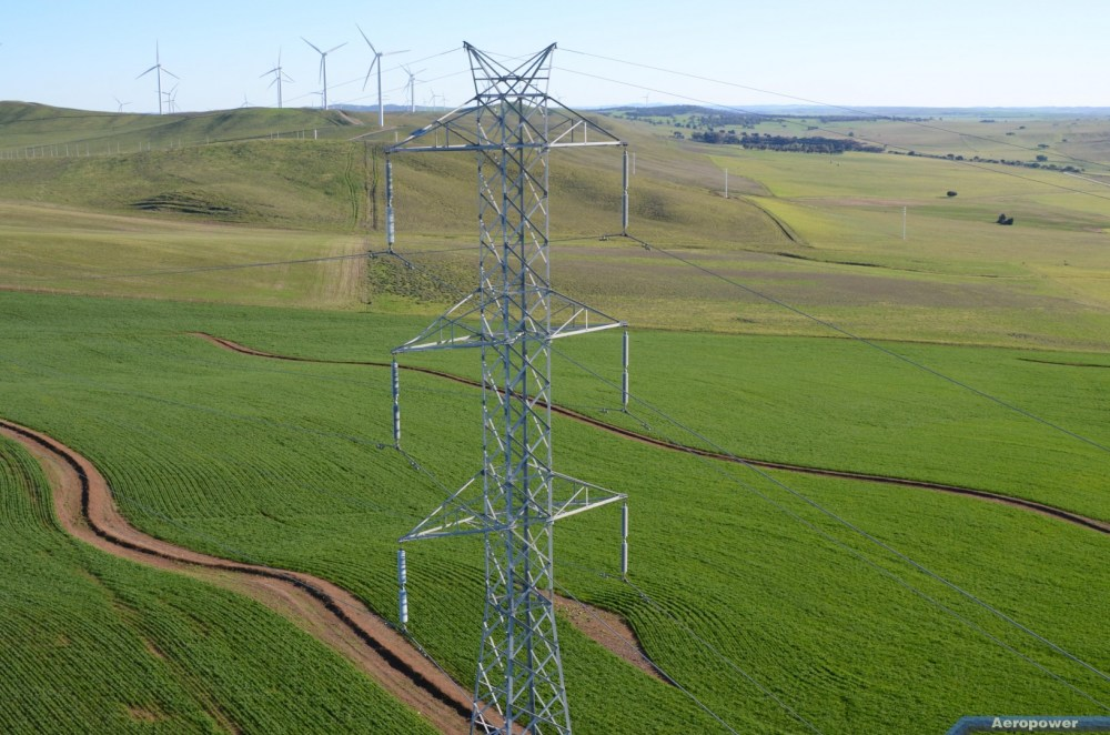 medium resolution of the network includes 91 high voltage substations with approximately 5 600 circuit kilometres of transmission lines