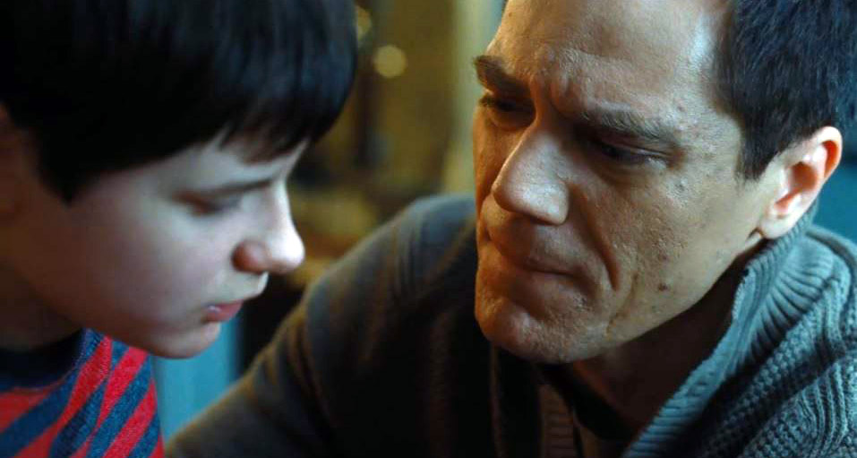 https://i0.wp.com/www.electric-shadows.com/wp-content/uploads/2014/08/The-Harvest-Michael-Shannon-Charlie-Tahan.jpg