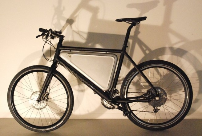 This Cannondale road-bike was electrified by ES member e-cannon.