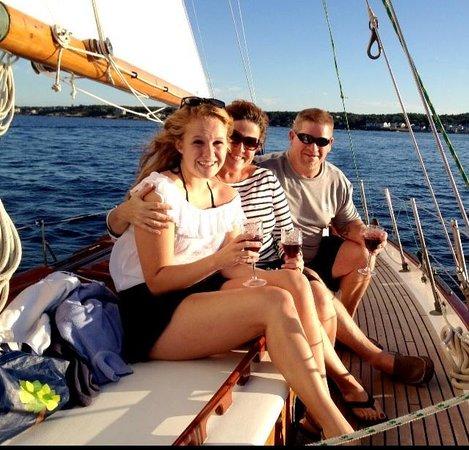 Tämän kuvan alt-attribuutti on tyhjä; Tiedoston nimi on happy-sailing.jpg