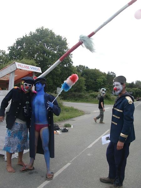 8_clowns_gardiens_8.jpg