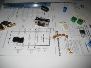 Algunos componentes para el adaptador RS232 - TTL