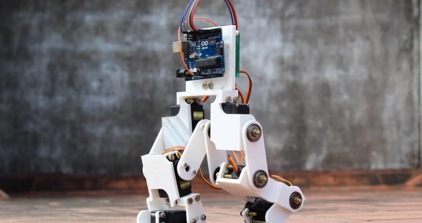 construyendo un bot bipedo basado en arduino 5eeffd2c5e54f - Electrogeek