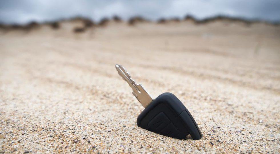 llave-enterrada-playa