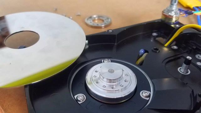 fixing the read/write plate on Hard disk Motor
