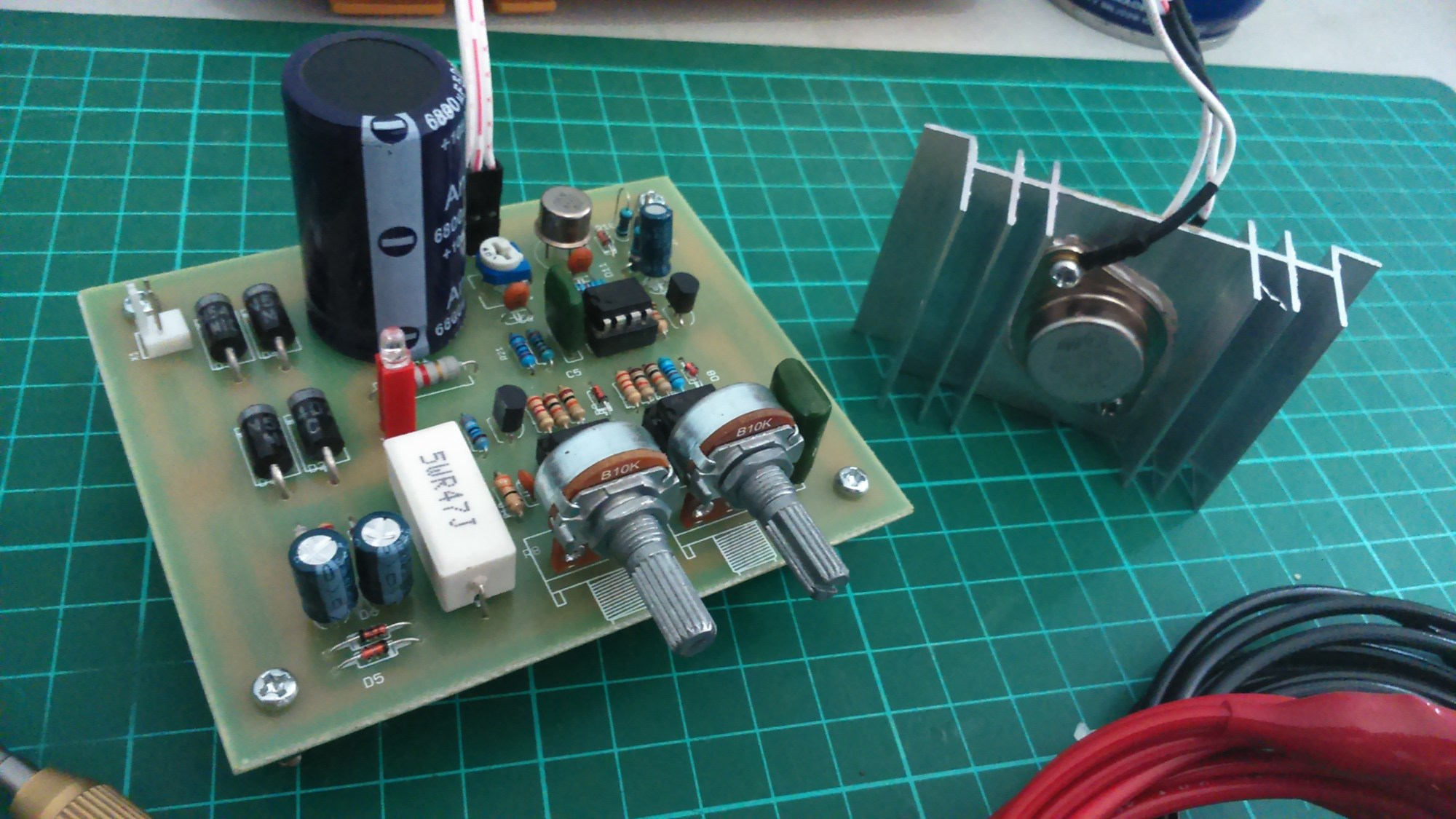 hight resolution of this project is based on the 0 30 vdc stabilized power supply with current control 0 002 3 a and a new pcb layout is introduced here