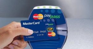 MC-paypass-reader-hand2
