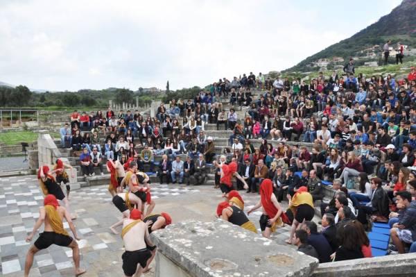 Ξεκίνησε στην Αρχαία Μεσσήνη το 4ο Νεανικό Φεστιβάλ Αρχαίου Δράματος (βίντεο και φωτογραφίες)