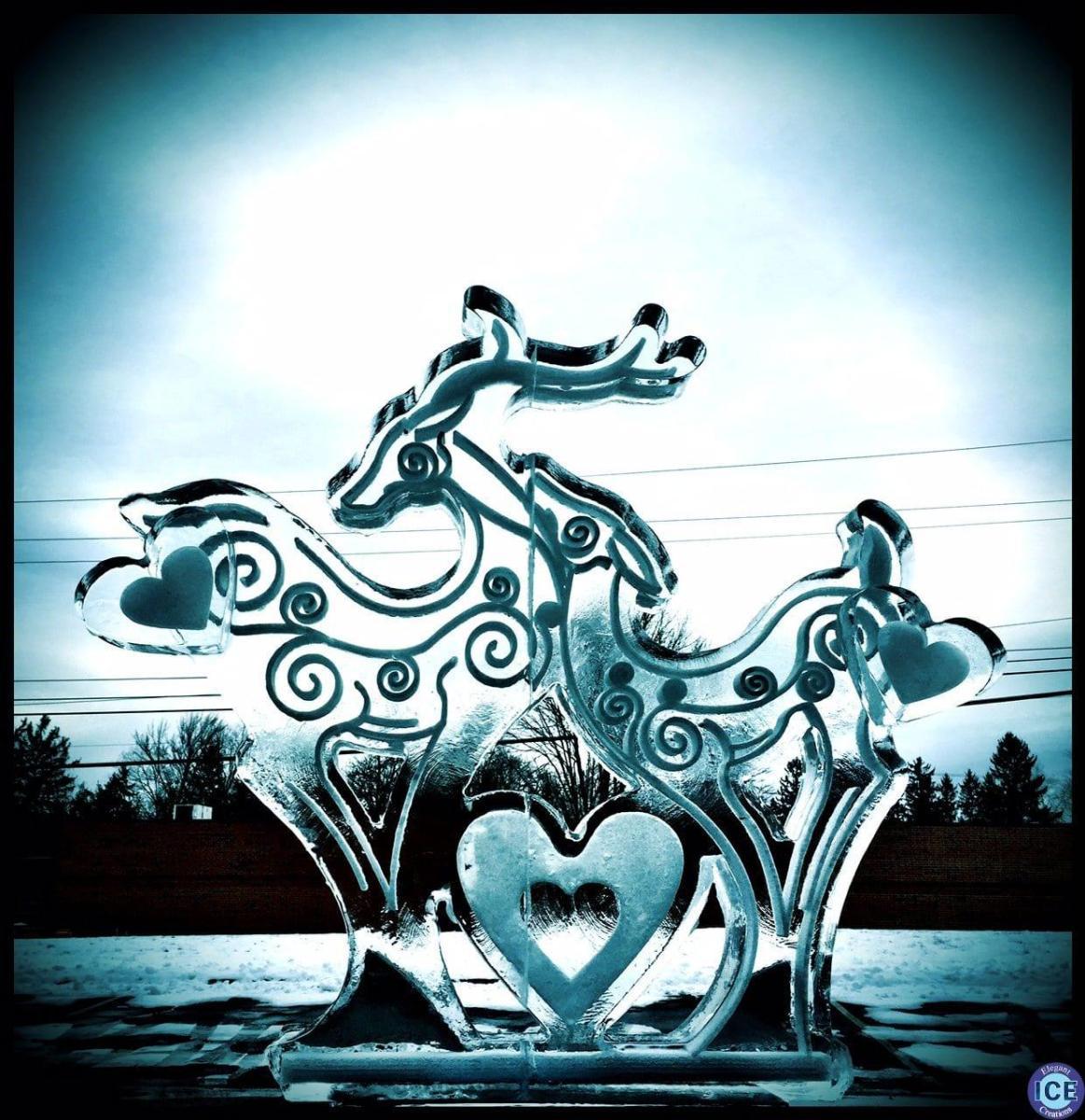Moonlit courtship Ice Sculpture