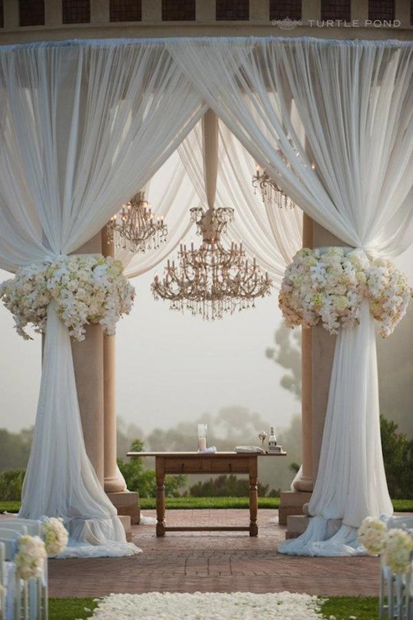 Elegant Wedding Decoration Ideas With Crystal Chandeliers