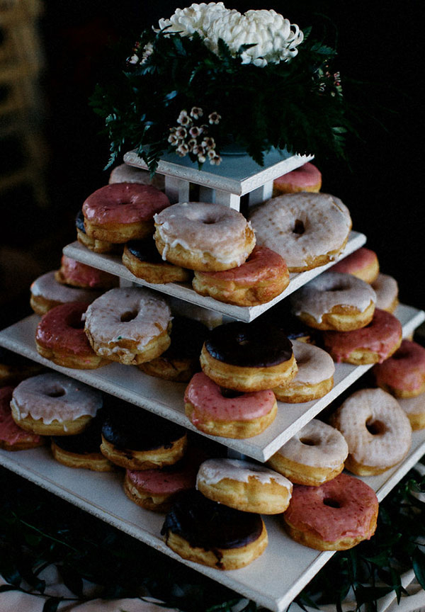 20 Irresistible Wedding Donut Ideas Your Guests Will Love  Elegantweddinginvitescom Blog