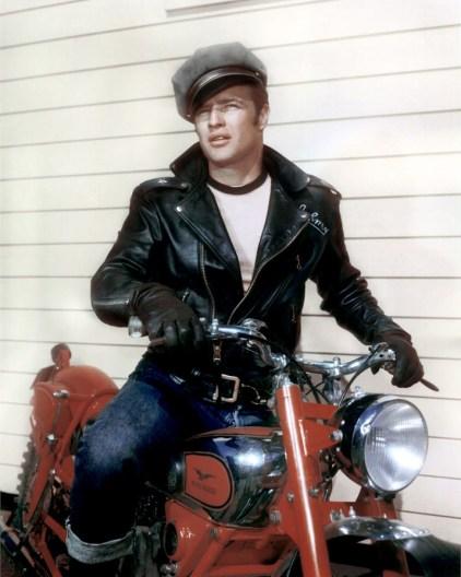 Marlon Brando sul set de Il selvaggio, 1953 (2)