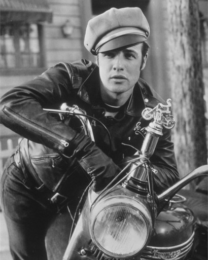 Marlon Brando sul set de Il selvaggio, 1953