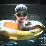 Bimbo in piscina