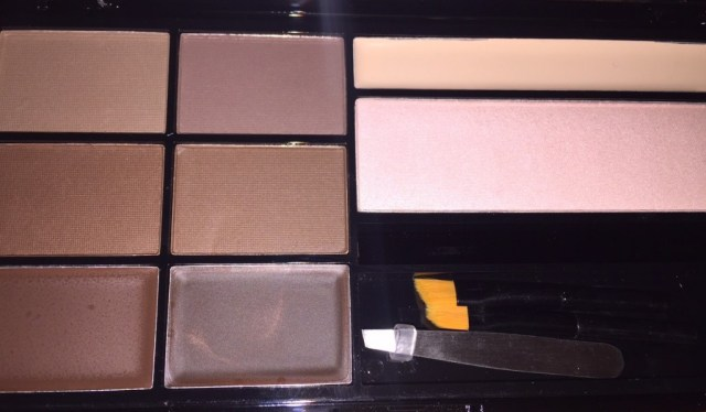 Make up revolution ultra brow palette in Medium / Dark review by Eleise beauty blogger