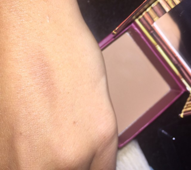 Benefit Hoola : With Flash swatch