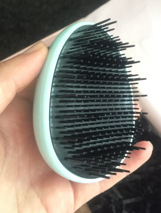 hairon detangler brush  glossybox. july 2016