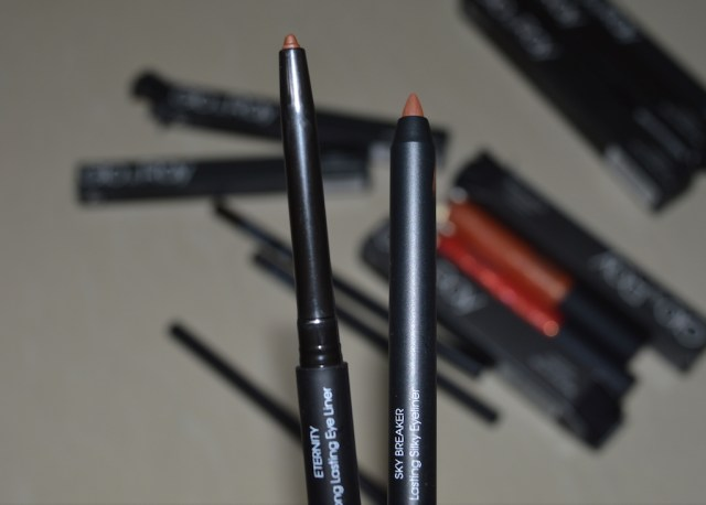 Glo & Ray review eyeliners swatches difference