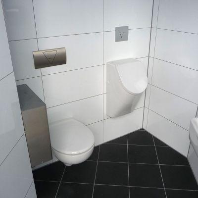 Kundentoilette mit Urinal