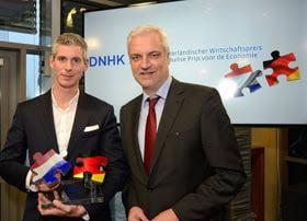 Rob Peters (l), General Manager Online Marketing & International Business Teufel en Gerralt Duin (r), Minister Economische Zaken Noordrijn-Westfalen