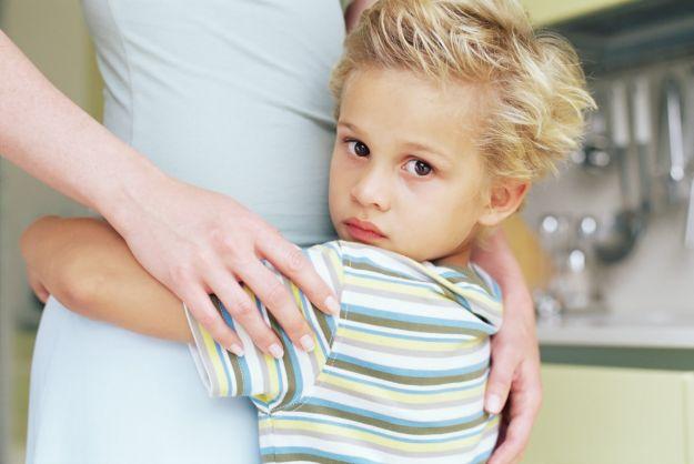Mio figlio piange quando lo porto a scuola: l'ansia da separazione e il rientro a scuola.
