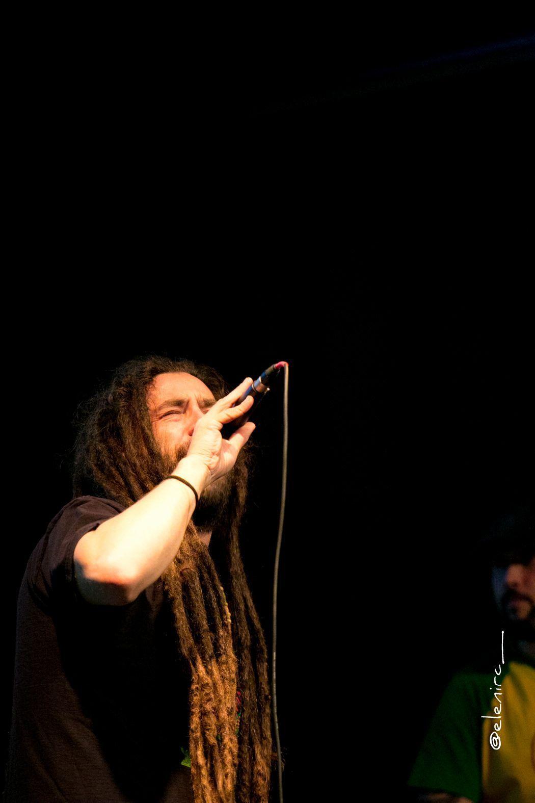roe delgado en concierto en parets 01 foto: elenircfotografia