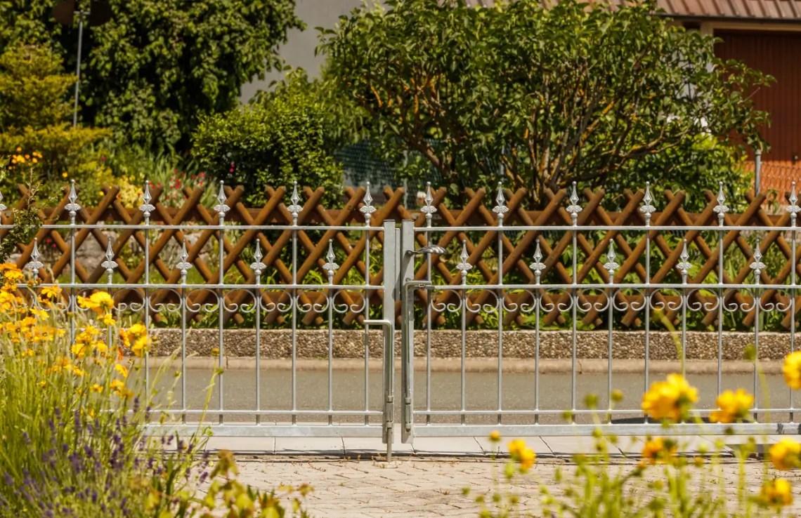 Einfahrtstor Lana - feuerverzinkt - Kugellilie