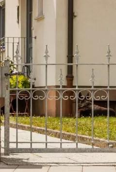 Gartenzaun Lana in feuerverzinkter Ausführung mit Spitze Kugellilie