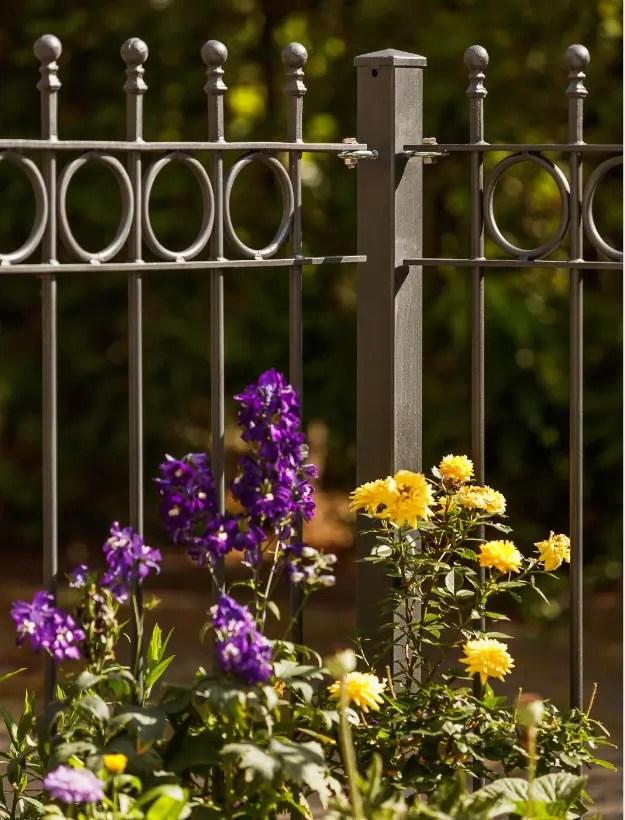 Gartenzaun Bergamo in pulverbeschichteter Ausführung mit Spitze Kugelstab