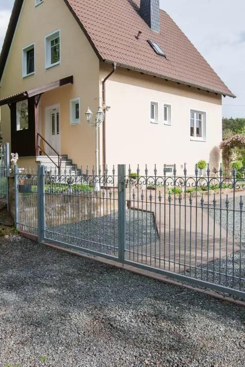 Hoftor Lugano aus Metall in feuerverzinkter Ausführung