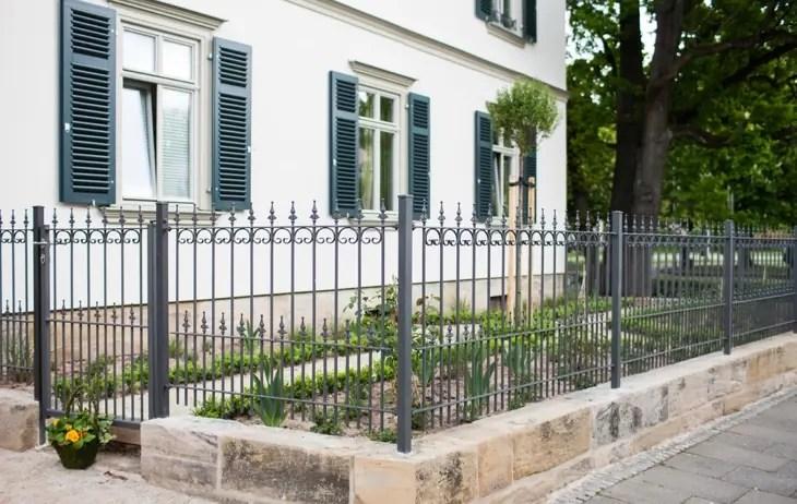 Zaun und Gartentor Lucca in pulverbeschichteter Ausführung