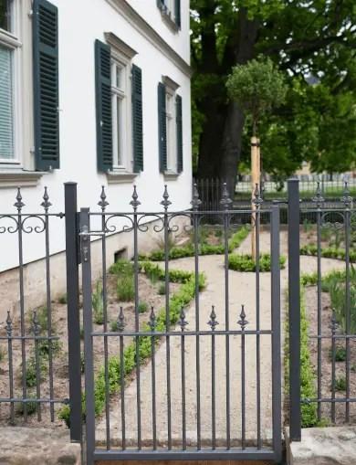 zu den klassischen Gartentoren
