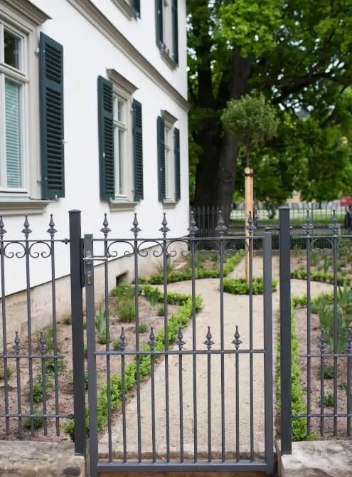 Schmiedeeisernes Gartentor Lucca in pulverbeschichteter Ausführung