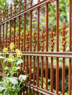 Unbeschichteter Gartenzaun Lugano mit Hespeneisen
