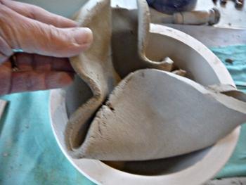 tapisser le moule avec un morceau de la plaque