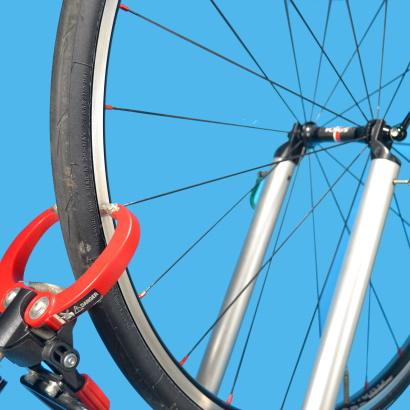 Come eseguire la centratura laterale di una ruota punto in cui tocca