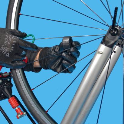 Come eseguire la centratura laterale di una ruota raggi piatti e dritti chiave
