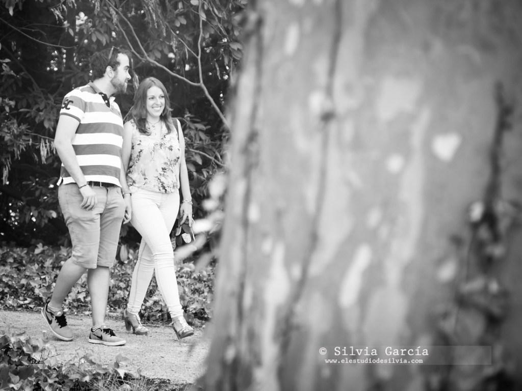 _mg_9931_1bn, preboda en Madrid, preboda en el Campo del Moro, fotos de pareja naturales, fotografia de boda Madrid