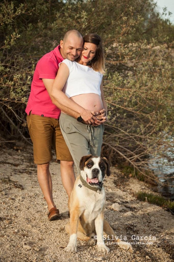 fotos de embarazada en el campo, fotografía de embarazo Madrid, fotógrafa de embarazadas, fotógrafo familiar Madrid, fotos de familia, fotos de embarazo Moralzarzal, fotografía familiar Moralzarzal, sesiones de fotos en el campo, El Estudio de Silvia