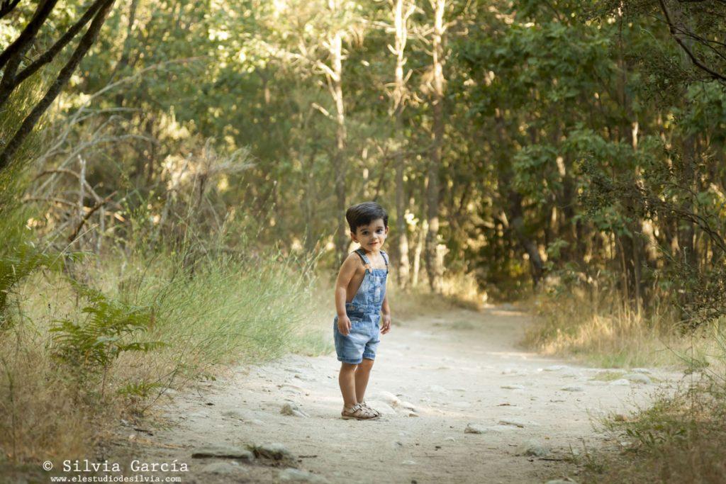 fotografía familiar Madrid, fotos de familia naturales, fotos en el campo, sesiones de familia en exteriores, fotografía de familia Moralzarzal