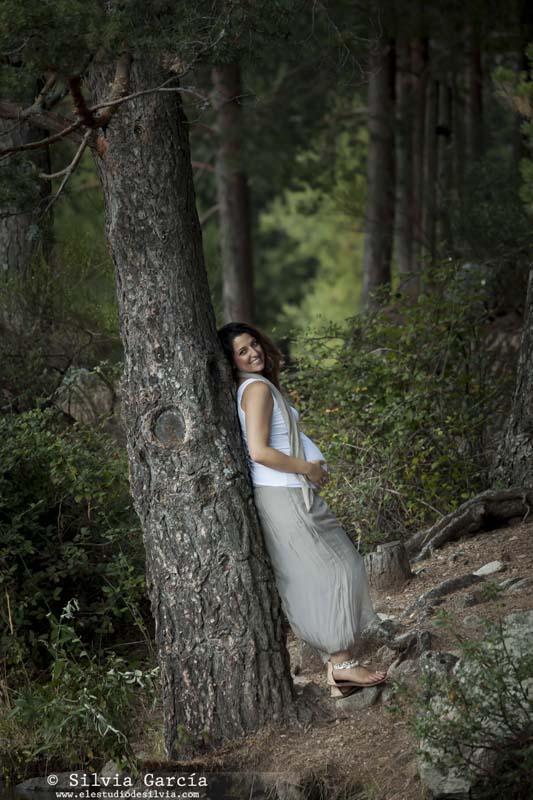 sesión de embarazo en la Sierra de Guadarrama, fotos premama Madrid, sesion en exteriores, fotografo Moralzarzal, fotografo Sierra de Madrid, fotos de embarazada en el campo, sesiones en la Sierra de Guadarrama