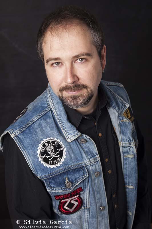 fotografía de retrato, retrato masculino, Fernando Galicia Poblet, Inoxidable, Heavy Metal español, Heavy Metal, libros de rock, fotos de retrato, retratos Heavy Metal