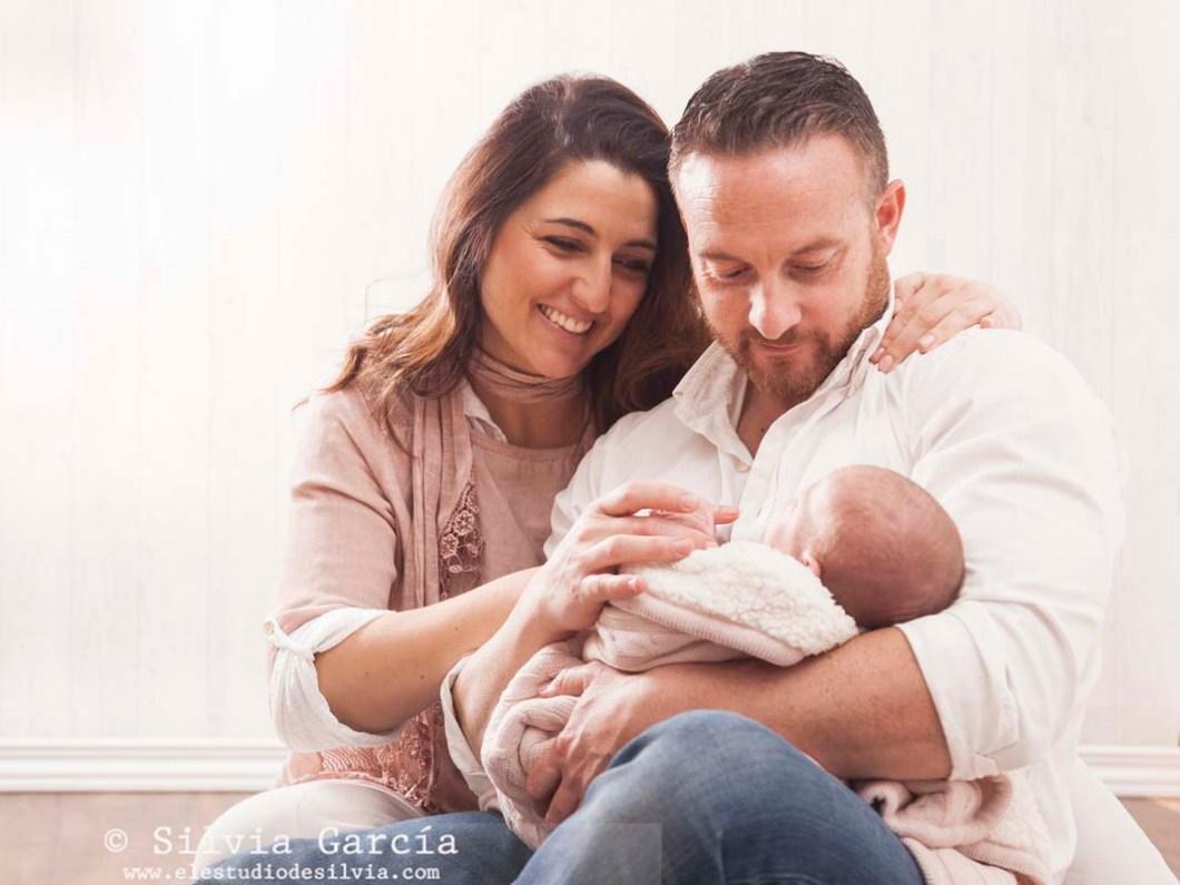fotos de recién nacido, fotografía de recién nacido, fotografo recien nacidos, fotografía infantil, fotos de bebes, newborn photography Madrid, fotos de familia naturales, fotografía familiar Madrid,